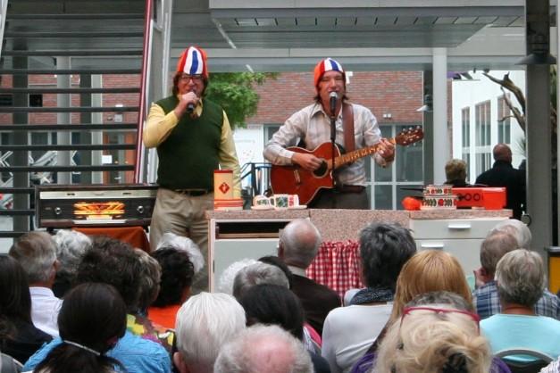Foto's Zingen bij de afwas in Almere