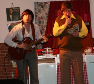 Zingen bij de afwas in Harpel